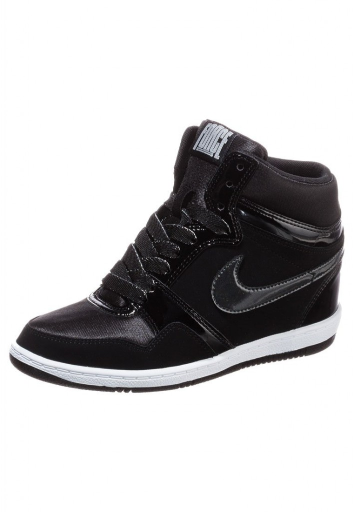 Nike Force Sky High noires vernies