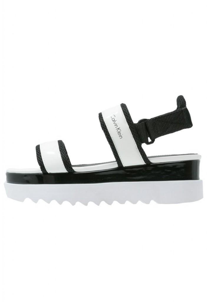 Sandales à plateforme tendances Calvin Klein blanches et noires