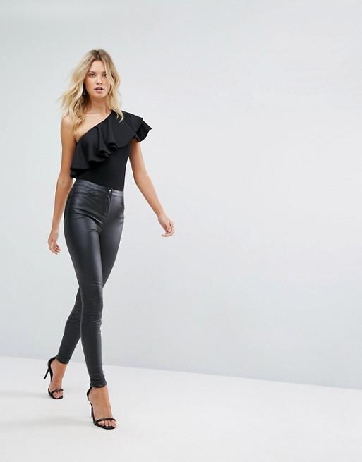 Body noir habille avec volants asymetrique