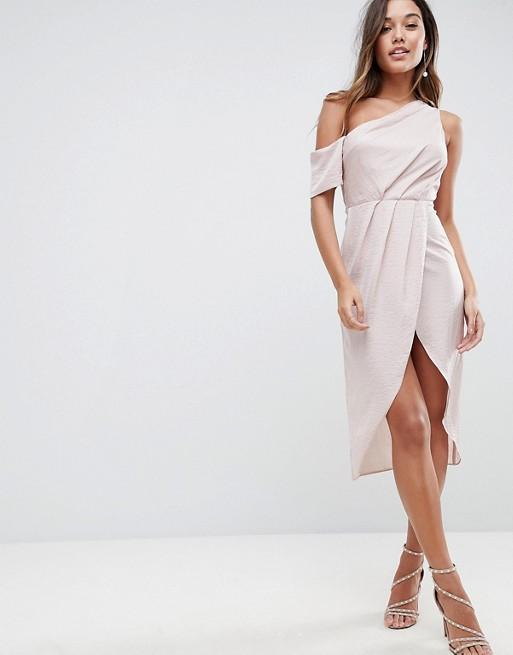 Robe chic asymetrique couleur nude