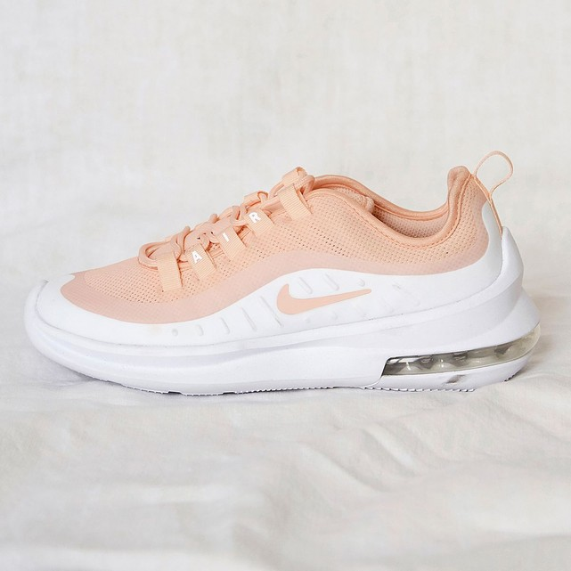 Baskets femme Nike Air Max Axis rose peche
